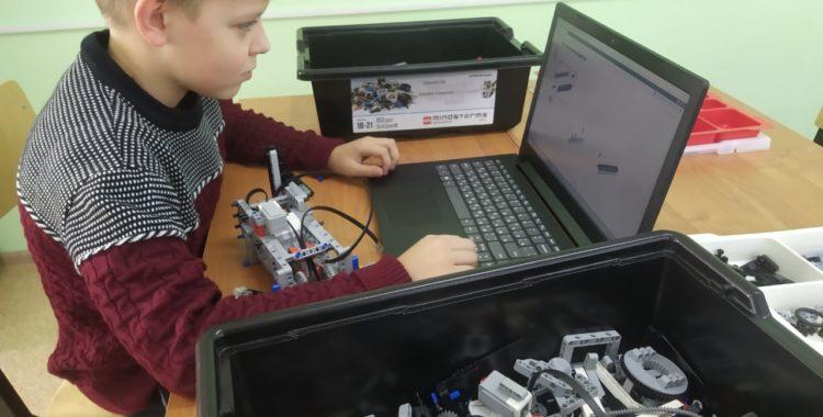 """Роботы  -  это  не  просто  """"Лего"""""""